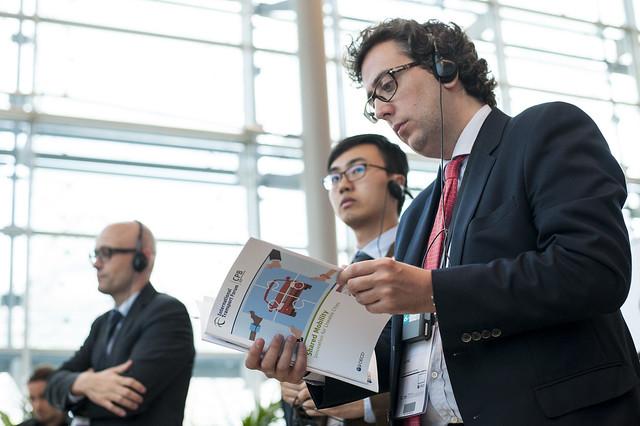 José Díez reads through the new ITF publication