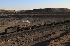 I_B_IMG_7226 (florian_grupp) Tags: china railroad sunset train point landscape asia mine desert muslim railway steam xinjiang mikado locomotive coal js steamlocomotive 282 opencastmine stabling sandaoling xibolizhan