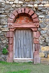 PUERTA LATERAL DEL CEMENTERIO DE COMILLAS (elcorreodejoserra) Tags: espaa canon spain antiguo cantabria comillas cementerios efs1585 eos70d