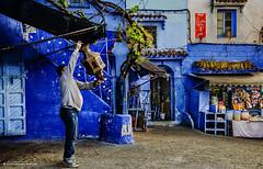 chaouen III (arg264) Tags: africa azul nikon mercado viajes morocco chaouen arg marruecos moroco tanger tetuan bereber xaouen tendero chechaouen mercadet antonioruiz