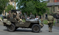 War Reenactment in Accrington 2016 - before the battle (Tony Worrall Foto) Tags: world county uk england people drive costume fight war uniform stream tour open place jeep country wwii north visit location lancashire event american camouflage acting area vehicle soldiers annual northern update reenactment troops act attraction wartime accrington welovethenorth