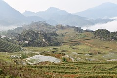 Ta Phin rice terraces and rock formations in Sa Pa / Sapa Vietnam (Linas G) Tags: mountains clouds landscape asia southeastasia vietnam sapa riceterraces taphin