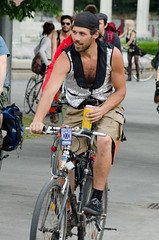 Lata de cerveza (vienadirecto) Tags: vienna street urban calle bicicleta criticalmass urbano viena vienne bycicle 2016 fahrad viennanakedride