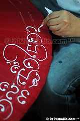 Painting on umbrella (2121studio) Tags: handicraft thailand chiangmai siam handycraft travelphotography amazingthailand  bosang umbrellafactory borsang  umbrellavillage   travelinthailand sankamphaeng   landoftiger landofwhiteelephant thaitourinformation
