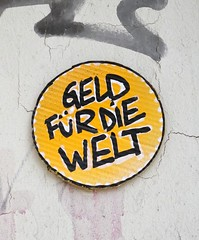 - (txmx 2) Tags: hamburg streetart pappe cardboard whitetagsrobottags whitetagsspamtags geld
