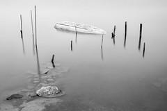Dead boat (Mat-S) Tags: longexposure blackandwhite water rock boat pond noiretblanc hitech stakes piquets expositionlongue nd1000 bigstopper tangdevic