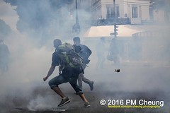 Manifestation nationale à Paris contre la Loi travail - 14.06.2016 - Paris - IMG_4584 (PM Cheung) Tags: paris demo frankreich police demonstration polizei proteste manif manifestation bac sncf crs arbeitsmarktreform cgt 2016 csgas wasserwerfer labac krawalle tränengas ausschreitungen françoishollande auseinandersetzungen polizeipräfektur blockaden confédérationgénéraledutravail 14juin compagniesrépublicainesdesécurité pmcheung euro2016 gewerkschaftsprotest parisdebout blockupy facebookcompmcheungphotography esplanadeinvalides myriamelkhomri mengcheungpo loitravail nuitdebout mobilisationénorme manifestationnationaleàpariscontrelaloitravail lesboches soulevetoi manifestationnationaleàparis 14062016 landesweitegrosdemonstrationgegendiearbeitsmarktreform loitravail14062016 antagonistischenblock démosphère