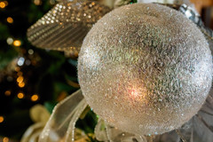 White Christmas bauble (Victor Wong (sfe-co2)) Tags: lighting christmas xmas winter white holiday macro green closeup ball festive season design december symbol traditional seasonal decoration warmth ornament tungsten merry elegant ornate decor bauble isolated