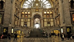 Antwerpen station (Mado AwaD) Tags: building architecture ma arch mada
