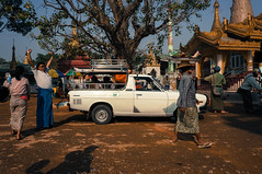 Stopping by a temple (JBB | MK00) Tags: voyage travel digital asia burma sony myanmar asie mandalay birmanie nex 2013 apsc e1855mmf3556oss nex5n