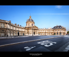 Institut de France (Guillaume Chanson) Tags: road blue sky paris france bus sol monument canon ledefrance bleu route ciel signalisation bicyclette btiment institut vlo marquage canoneos5dmarkii