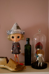 Dolly Shelf Sunday (thelittlewhitecloud) Tags: hat robot dress things hollywood custom milky eclectic birdy tiina shalala