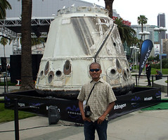 (Richard T. Par) Tags: dragon capsule spacecraft electronicentertainmentexpo losangelesconventioncenter spacex e32013