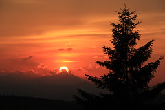 (federica.cocco) Tags: sunset red summer sky orange sun june canon tramonto ngc abruzzo