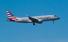 Not the highway, not the Hiawatha... (ICE_6418) Tags: jet ohare landing approach americanairlines ord aal kord 10l