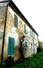 P1000056 (gzammarchi) Tags: casa italia natura finestra campagna pietra paesaggio ravenna fornacezarattini