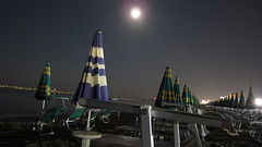 Luna piena in spiaggia (Absacci) Tags: sea italy water italia mare luna acqua spiaggia notte bellaria