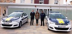 Gloria Llinares y Rafael Serralta con los nuevos coche de la policía local