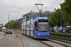Die Probefahrt kommt zurck: R3-Wagen 2208 auf dem neuen stadteinwrtigen Gleis in der Dachauer Strae (Frederik Buchleitner) Tags: 2208 abnahmefahrt linie21 munich mnchen probefahrt r3wagen strasenbahn streetcar tram trambahn werkstattfahrt