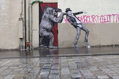 Levalet_9244 rue Jean-Pierre Timbaud Paris 11 (meuh1246) Tags: streetart paris chapeau animaux singe gorille ruejeanpierretimbaud paris11 levalet