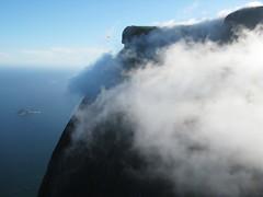 Pedra da Gvea, So Conrado (germn :)) Tags: brazil cloud sport brasil riodejaneiro action paraglider thrill parapente saoconrado pedradagavea