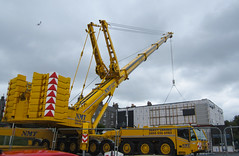 Golden Crane. (HivizPhotography) Tags: uk scotland lift crane aberdeen modular heavy 700 impressive ton hire nmt ballast lifting ssl terex demag 140t ac700