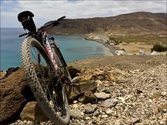 Pozo Negro - Fuerteventura (JLL85) Tags: mountain beach bike landscape se cycling mar fuerteventura negro btt playa paisaje ciclismo bici pozo