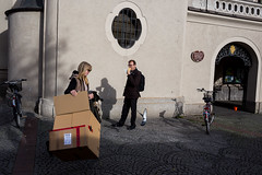 . (www.piotrowskipawel.pl) Tags: street city woman man bike germany mnchen bayern fly hotdog wings box pigeon fastfood streetphotography ird viktualienmarkt colorstreetphotography pawepiotrowski piotrowskipawelpl
