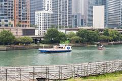 0464 Lake Shore Drive (TWITA2005) Tags: chicago illinois unitedstates boat lakeshoredrive