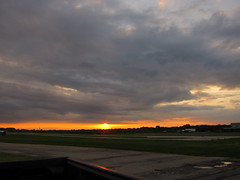 IMG_2228 (sjj62) Tags: sunset sky clouds lith s90 lakeinthehillsil lithairport