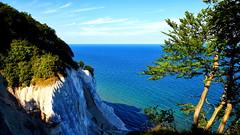 Mns Klint (SmoHoHo) Tags: ostsee dnemark meer mnsklint kreidestein kreidefelsen baum horizont outdoor sonya58 sal1650