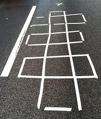 Hopscotch (Peter Schler) Tags: road flickr strasse hopscotch himmelundhlle kinderspiele hmpel peterpe1