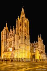 DSC2995 Catedral de Santa Mara de Regla, siglo XIII, en Len (ramonmunoz_arte) Tags: de catedral len vidrieras claustro sepulcro