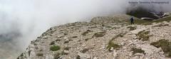 quasi in vetta (Roberto Tarantino EXPLORE THE MOUNTAINS!) Tags: parco 2000 nuvole neve alta monte amici montagna marche umbria cresta sibillini vettore quota metri