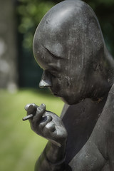 Raucher  smoker (frodul) Tags: hannover regionshaus skulptur raucher hildesheimerstrase waldemarotte plastik portrt begegnung strasenkunst niedersachsen deutschland kunst smoker figur