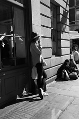 Pause for a breather (Oregami) Tags: break coventgarden hat london pause relax smoking streetphotography stphotographia