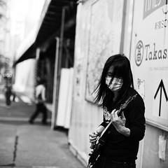 Extreme expressionism (Tokyo) (~mimo~) Tags: street portrait people blackandwhite musician music electric japan square tokyo asia guitar streetphotography mimokhair findingyourselfinthestreets