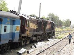 WDM3A 14108 [ITARSI] WCR (Abhinav (The Ludhiana Edition)) Tags: road up found with no shed captured loco note same hauling varanasi express another didnt mumbai et lead between bsb alco jn gorakhpur wcr ltt tilak pbh wdm pratapgarh gkp itarsi wdm3a lokmanya 14108
