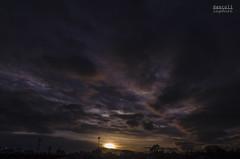 Amanecer citadino (davidascoli) Tags: city urban clouds sunrise landscapes guatemala amanecer sunrises cloudporn urbanlandscape amaneceres