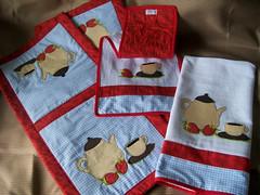 jogo-cozinha-bule-vermelho (7) (Meu cantinho artesanato) Tags: vermelho bule panodeprato batemo trilhomesa gocozinha
