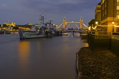 Vecchie glorie / Old glories (Explore!!!) (Tower bridhe, HMS Belfast and Tower of London, London, England) (AndreaPucci) Tags: uk sunset london thames night towerbridge cloudy belfast explore hmsbelfast londra toweroflondon regnounito tamigi canonef24105mmf4lis canoneos60 andreapucci