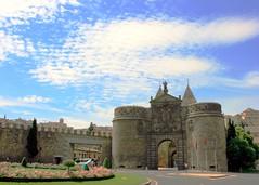 Toledo Gate, Spain (L. Felipe Castro) Tags: espaa spain puerta bisagra gate espanha europa porto toledo nueva