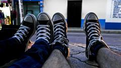 Convers'ando (ngeluz) Tags: amigos love pareja converse dear tarde bestfriends novios juntos