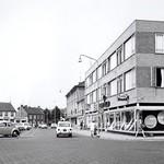 "Bartels en Henseniusplein <a style=""margin-left:10px; font-size:0.8em;"" href=""http://www.flickr.com/photos/99860362@N04/11227469285/"" target=""_blank"">@flickr</a>"
