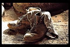 Boots are made for walkin' (Andy von der Wurm) Tags: holland netherlands socks walking shoes europa europe desert boots nederland socken rest rast schuhe soe wandern burgerszoo wüste gehen niederlande lagerfeuer deserthouse gelderland stiefel wueste wüstenhaus strümpfe struempfe hobbyphotograph wandring wuestenhaus andreasfucke andyvonderwurm
