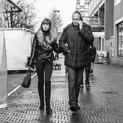 Amsterdam, Waterlooplein (Bart van Dijk (...)) Tags: city urban bw monochrome amsterdam mobile blackwhite couple phone zwartwit citylife streetphotography squareformat calling sta