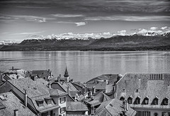 -nyon (Theo Olfers) Tags: roof sea bw white lake snow black alps monochrome alpes schweiz switzerland see meer suisse geneve sneeuw lac alpen leman ch zwitserland nyon