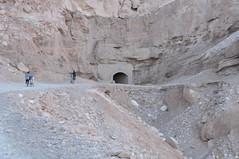 Hecho a mano (Heimlich el sudaca patagónico) Tags: road bike desert camino rad bolivia tunnel bicicleta atacama gorge desierto wüste weg schlucht quebrada túnel heimlich valledecatarpe