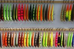 _MG_0163 (www.ilkkajukarainen.fi) Tags: karikko fish fishing vaappu lure color colors colours bright wobbler sport urheilu fiskare lust fiske lip hook kalastus suomi finland vääksy europa eu scandinavia many item collector collection viehe uistin cebo bete agn anzuelo blinker blink blieke leurre drag erämessut riihimäki monta
