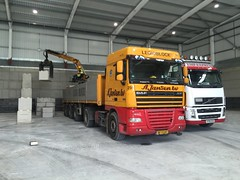 Legioblock (South Strand Trucking) Tags: bay volvo crane unload daf kempexpress